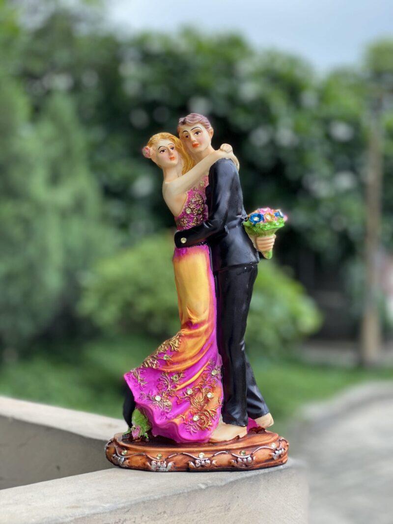 Love Couple Showpiece